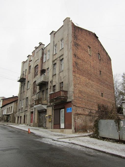 Среди витающих в воздухе идей: организовать квартиру-музей Людмилы Марковны в доме, где она жила до 1944-го. Фото Надежды ШОСТАК и Юрия ЗИНЕНКО.