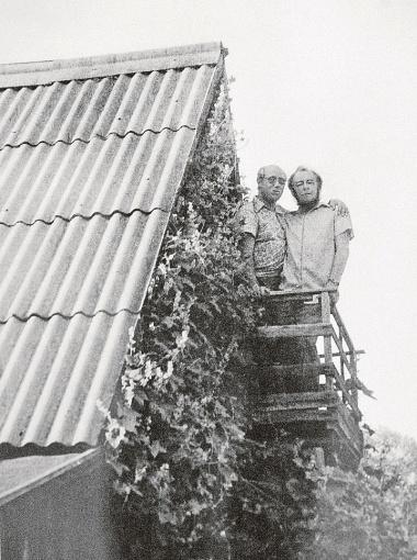 Мстислав Ростропович часто гостил на даче у писателя и всегда удивлялся:
