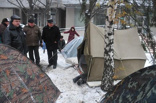 Ликвидаторы ставят палатки. Фото