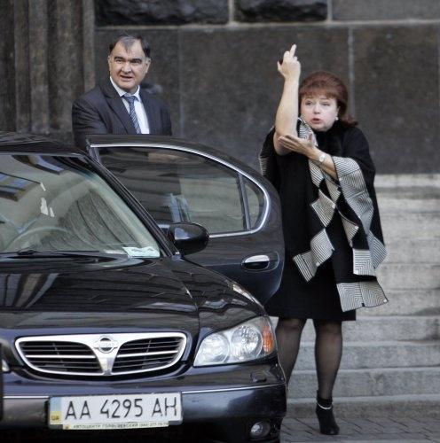 Нина Карпачева и ее палец. Фото УНИАН