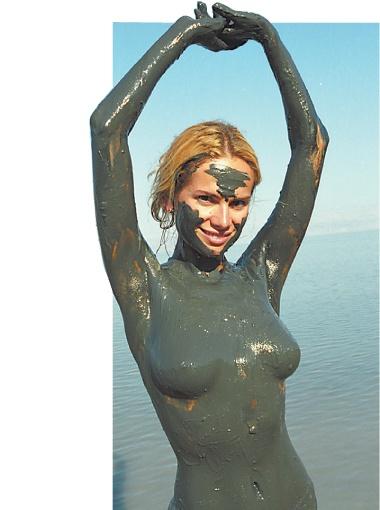 Медтуристов привлекает Мертвое море целебными грязями.