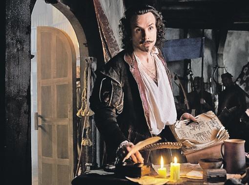 Шекспир предстает в фильме Эммериха бездарным и глупым актеришкой-самозванцем, бабником, пьяницей.
