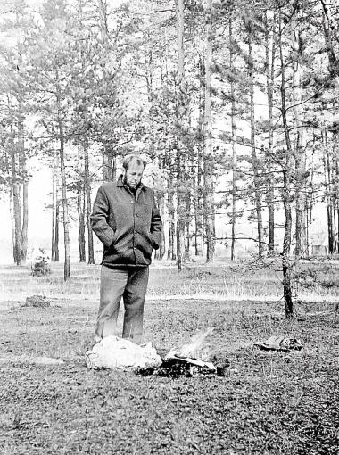 Александр Исаевич сжигает рукопись своей книги