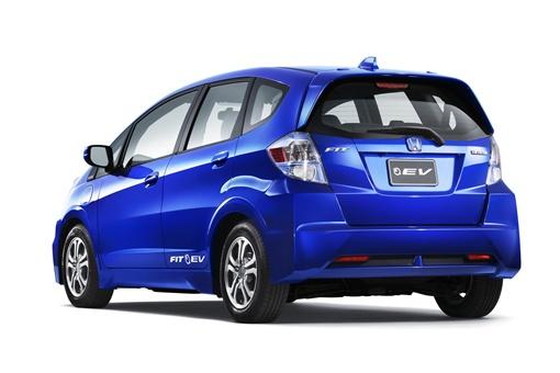 Fit EV оснащен 20 кВт-ч литий-ионными батареями и 92-киловаттным (124 л.с.) коаксиальным электрическим двигателем