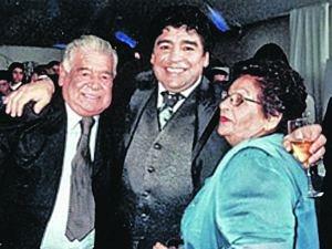 Еще совсем недавно семья Марадоны выглядела очень счастливой.