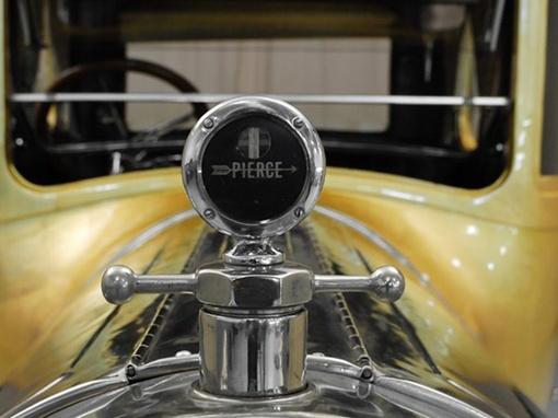 Pierce-Arrow 48 1920 года выпуска покрыт 23-каратным золотом. Фото avtomaniya.com