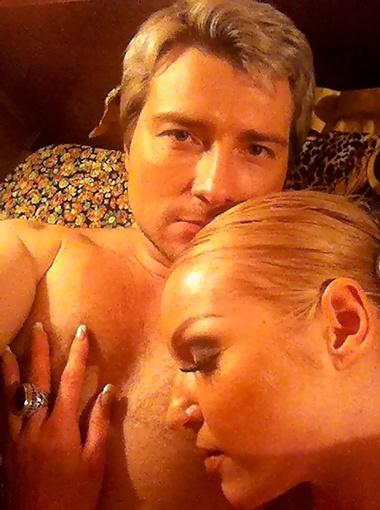 Интимное фото Николая и Анастасии шокировало общественность.