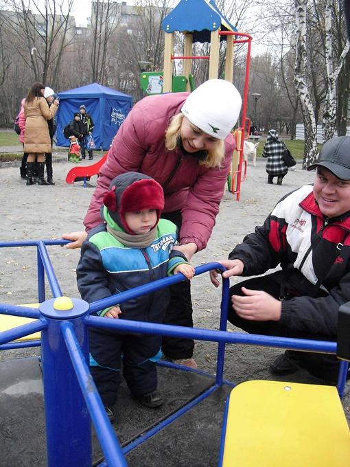 Самым большим успехом пользуется детская площадка.
