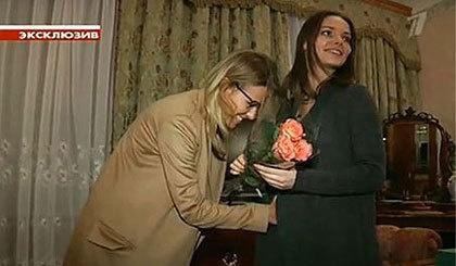 Беременность рассекретила Ксения Собчак, погладившая животик актрисы