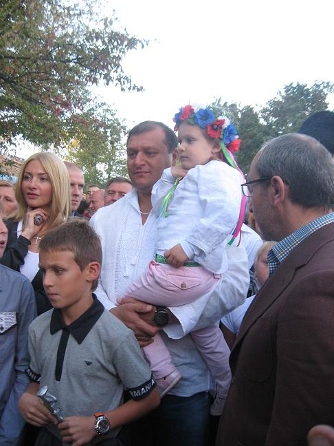Губернатор рассказал журналистам, что его дети знают украинский, а он - учит и объяснил, когда одевает вышиванку.Фото из архива