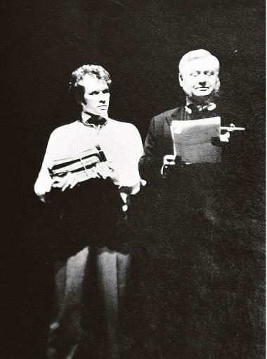 Олег Табаков и Евгений Миронов - учитель и ученик в жизни. А на сцене играют дядюшку и племянника в спектакле