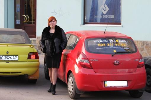 Элегантное женское авто с задорной надписью уже стало местной достопримечательностью Львова