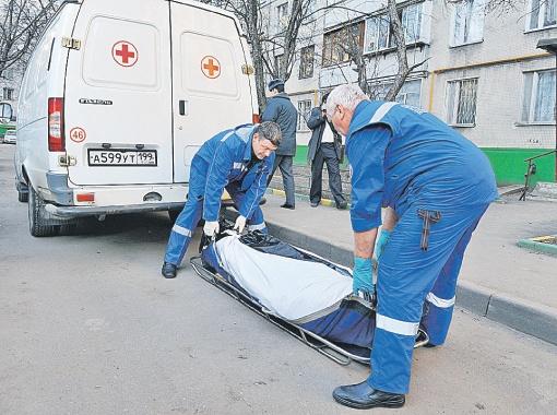 Попавшие под пули налетчика мать и сыновья Гирнык выжили и смогли дать ему отпор. Во время драки удар в висок оказался для преступника смертельным. Фото Олега РУКАВИЦЫНА.