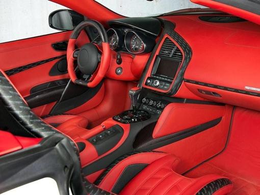 После работы инженеров, кабриолет может похвастаться уникальной обшивкой из красной кожи. Фото: avtomaniya.com