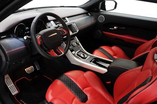 Салон авто обшит красно-черной кожей