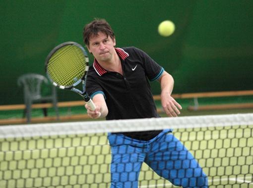 Бютовец Павел Костенко - один из лучших теннисистов Рады, который в 2010 году на Европейском межпарламентском турнире выиграл хрустальный кубок.
