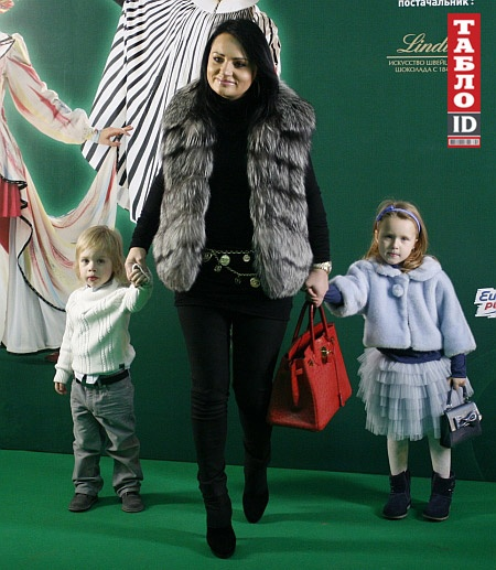 Бывшая заместительница главы КГГА Ирэна Кильчицкая с дочкой Моникой и сыном Марком. Фото: ТаблоID