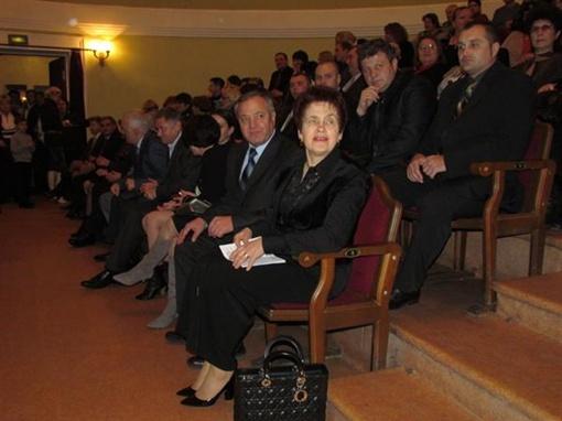 Людмила Янукович посетила гала-концерт фестиваля, который прошел в Мариупольском драматическом театре. Фото