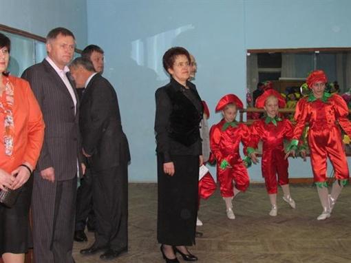 Для первой леди страны устроили экскурсию. Фото