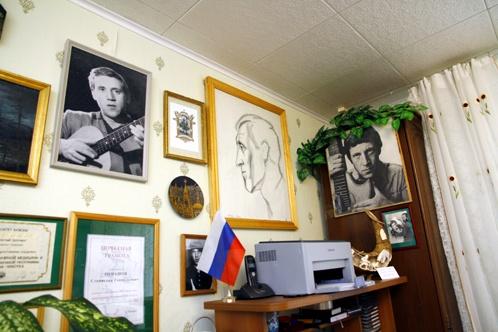 В 2005 году Ромашовы сделали в городском музее Дивногорска первую и пока единственную выставку, посвященную Высоцкому. Фото: Мария АНАНОВА
