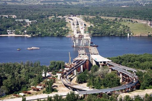 Виктор Янукович дал им четкое и конкретное задание: открыть мосты в 2012 году.