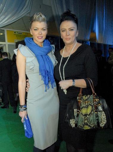 Ириша Блохина пришла вместе с мамой Ириной Дерюгиной.