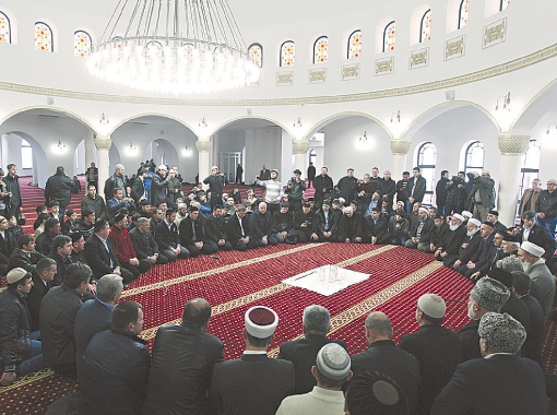 Киевская мечеть способна вместить около трех тысяч прихожан, которые могут одновременно молиться в нескольких залах.