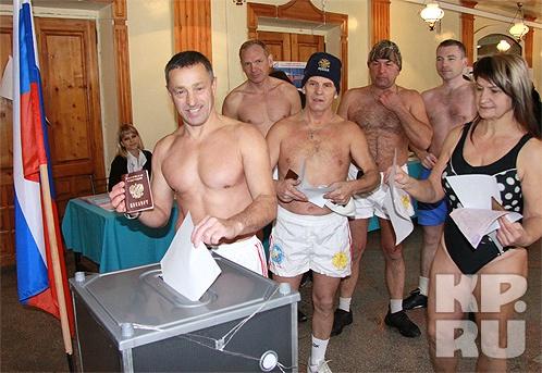 К избирательным урнам потянулись моржи. Фото Олега УКЛАДОВА