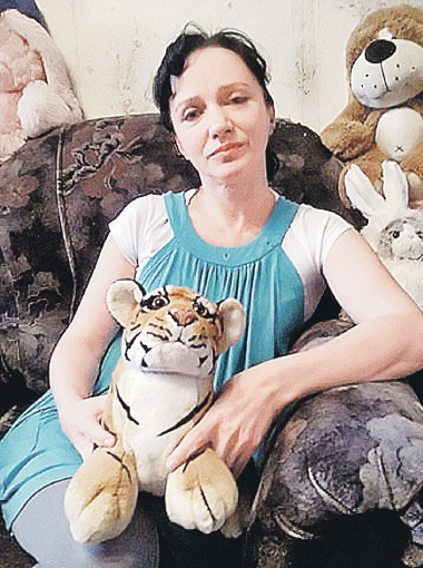 Лариса задушила мужа и двоих детей из-за безденежья