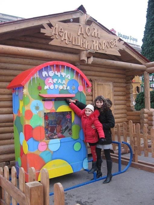 9-летняя Юля попросила у Деда Мороза плюшевого мишку. Фото автора.