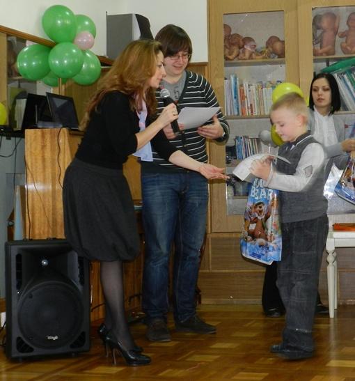 Организаторы фотоконкурса преподнесли маленьким победителям приятные сюрпризы. Фото автора.