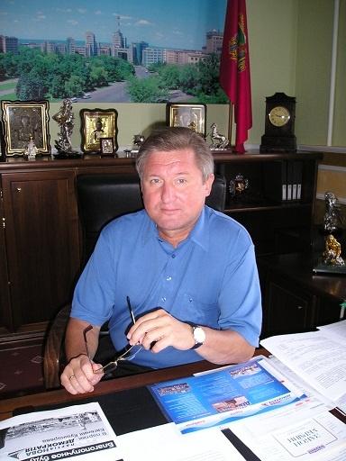Евгений Петрович установил выборный рекорд, который до сих пор не побит - баллотируясь на второй срок, получил 60 % голосов.