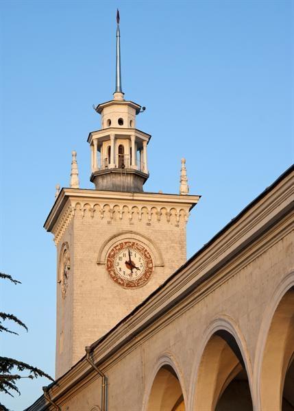 Главные часы в городе. Фото Кирилла Стельмаха