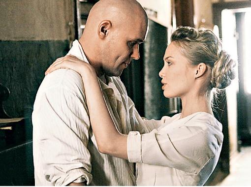 Первого мужа Екатерины сыграл Аверин, а героиню в молодости - Татьяна Арнтгольц.