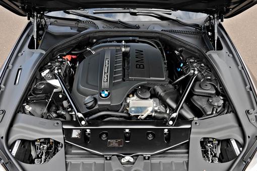 Двигатели, в том числе V8 с двойным турбонаддувом мощностью 560 лошадиных сил и семиступенчатой коробкой передач с двойным сцеплением для флагманского M6 Gran Coupe, пойдут в производство чуть позже. ФОТО: avtomaniya.com