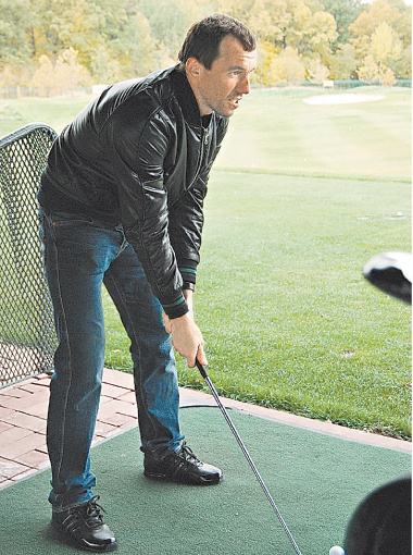 Горяинов поиграет в гольф, полежит и посмотрит телевизор. Фото Оксаны ЯКУШКО.