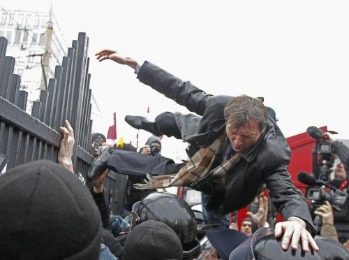 Падение адвоката. Фото УНИАН