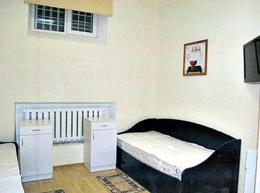 В новой камере у лидера БЮТ на полу постелен паркет. Спать она будет на новой одноярусной кровати, возле которой есть вместительная тумба... Фото с сайта mair.in.ua