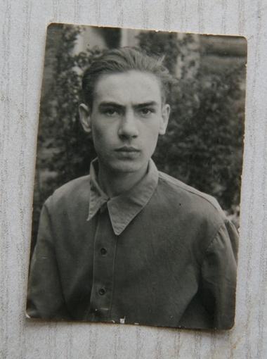 Редкое фото: в юности был подтянутым и спортивным.