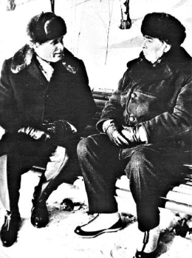 Леонид Ильич с фронтовым товарищем - министром внутренних дел СССР Николаем Щелоковым.