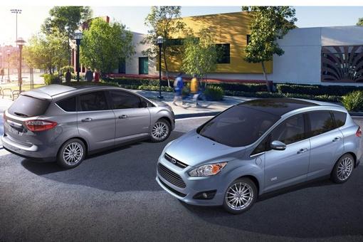 В компании заявляют, что архитектура нового поколения позволяет двум моторам работать по отдельности или параллельно, с электрическим двигателем, работающим на малой скорости, или бензиновым. Фото avtomaniya.com.