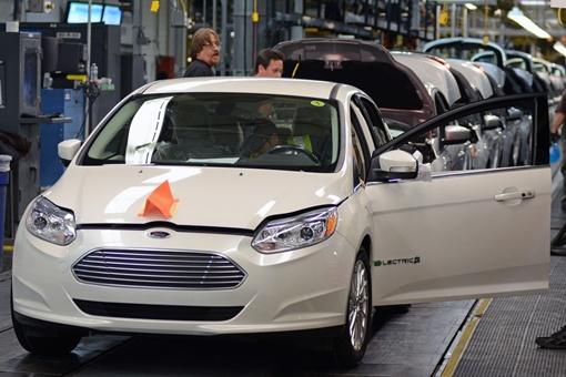 Это будет первое пятиместное электрическое транспортное средство в мире, потребляющее в перерасчете на 100 миль на галлон - 2,3 литра топлива на 100 км. Фото avtomaniya.com.