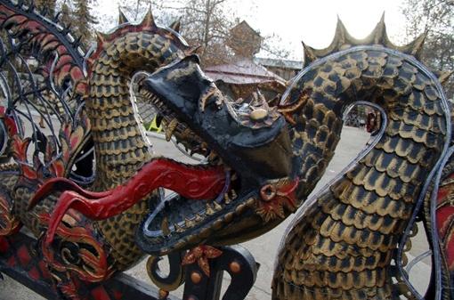 В экопарке Лукоморье установили символ наступающего года - Дракона