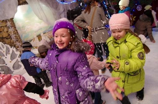 Дети танцевали, рассказывали стихи и получали от Деда Мороза подарки