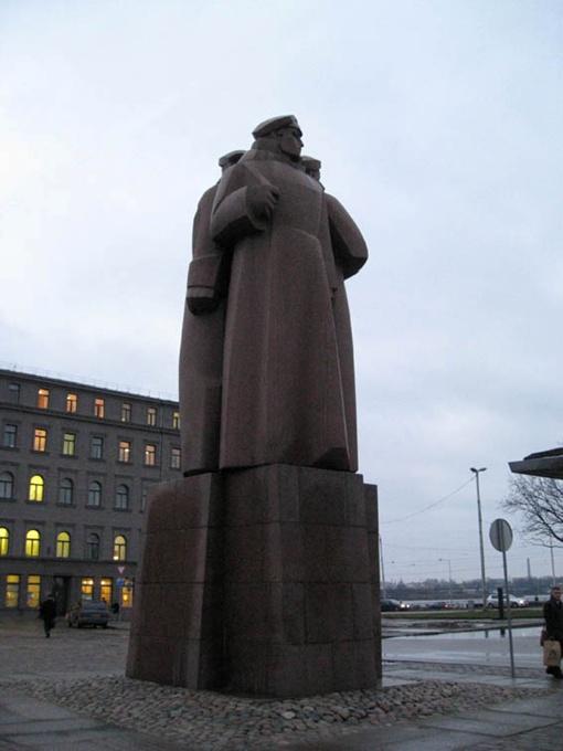 Советские памятники в Риге чтят как часть истории