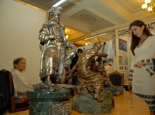 Статуэтки Богдана Хмельницкого и казака Голоты существуют всего в нескольких экземплярах, что повышает их стоимость.