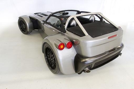 Автомобиль производит от 340 до 400 л.с. в зависимости режима работы
