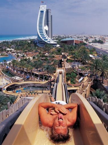 Съехать с самой высокой горки аквапарка в Дубае решатся далеко не все.