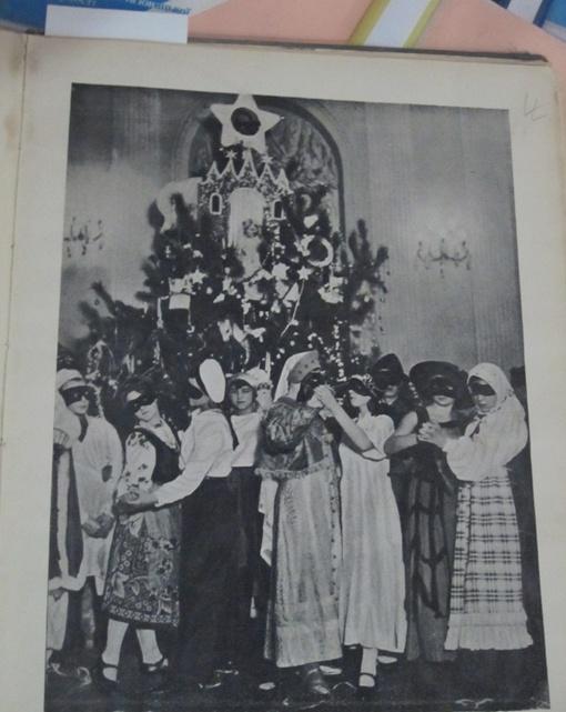 Первое праздничное дерево советских времен в высоту было всего около трех метров.