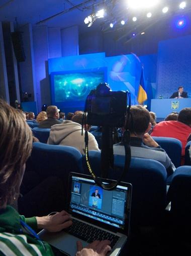 Пресс-конференция состояла из двух частей: сначала президент подвел итоги года, а затем ответил на вопросы журналистов.